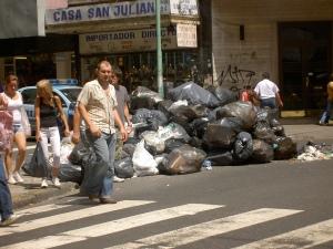 Cruzamento entre a rua Sarmiento e a Pasteur