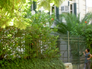 Fachada do imóvel ocupado pela representação diplomática do Haiti, um dos países mais pobres do mundo, em um dos bairros mais caros de Buenos Aires