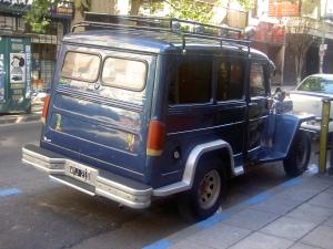 Ícone da indústria automobilística argentina; à esquerda, Mafalda